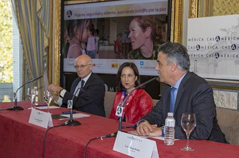La ministra de Defensa reconoce el papel femenino en la mediación de conflictos