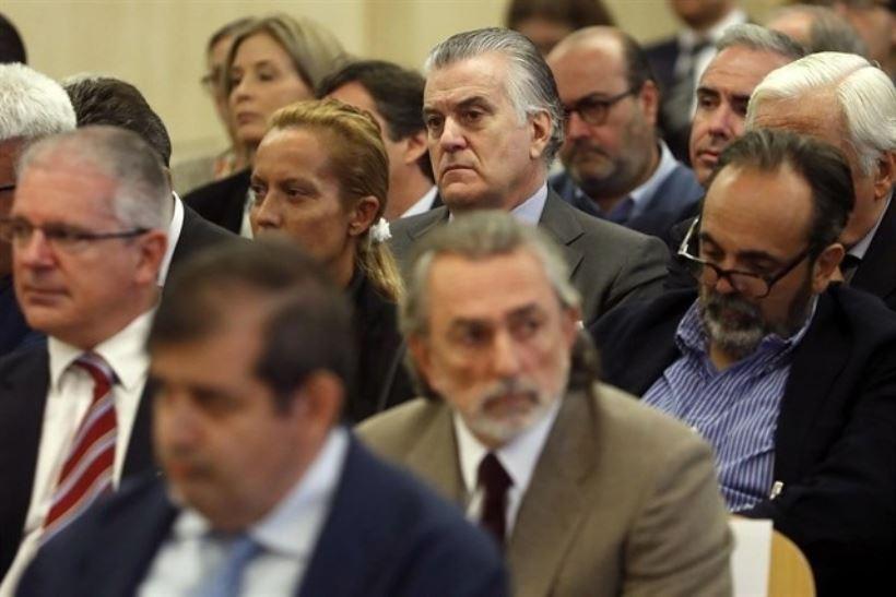 <strong>Once condenados tendrán que cumplir penas de más de 12 años, incluida la mujer de Luis Bárcenas, Rosalía Iglesias, que tendrá que ingresar en prisión.</strong>