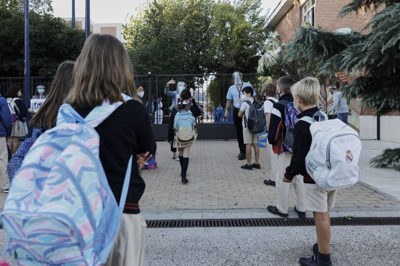 La Comunidad de Madrid y Andalucía contratarán en total 10.000 profesores menos que el año pasado