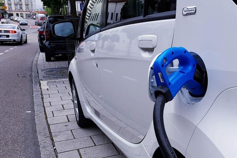 Raquel Sánchez y Teresa Ribera ministras de Transportes y Transición Ecológica muestran la apuesta firme del gobierno por la movilidad eléctrica en la cumbre europea de Eslovenia
