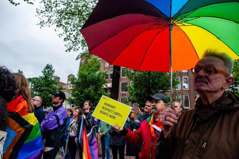 La resolución iguala los derechos de las familias LGTBI en todos los países de la UE y critica las políticas homófobas de algunos de sus miembros