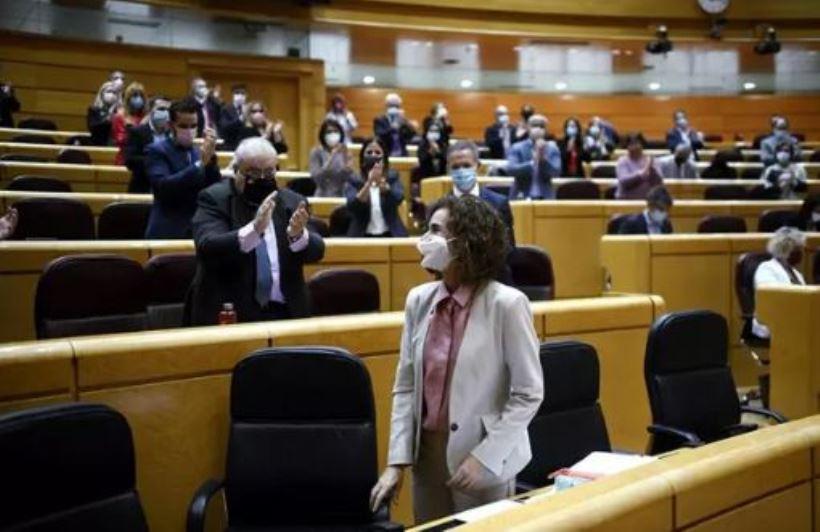 <strong>En una entrevista a El País, ha bromeado sobre su acento andaluz, ha celebrado la aprobación de los PGE, y sobre todo la llegada de la vacuna, y ha restado importancia a las desavenencias con su socio minoritario en el Gobierno.</strong>