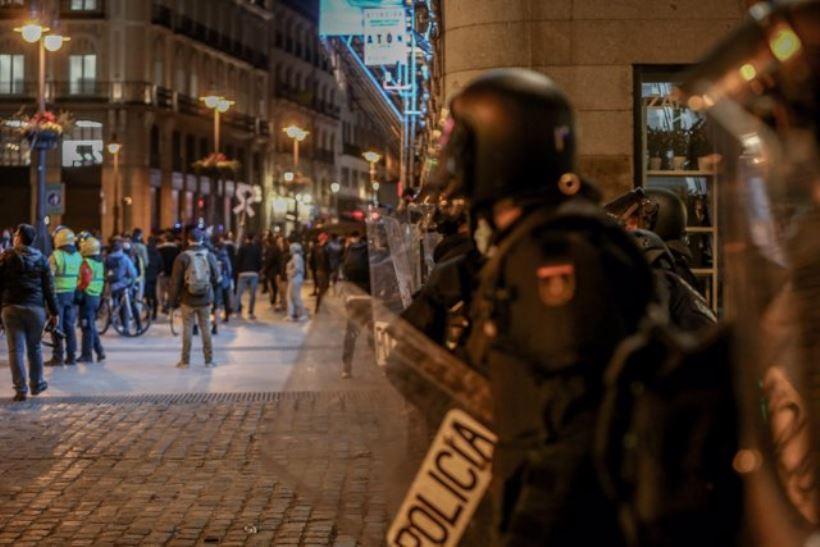 El Gobierno reniega de la violencia ante la tercera noche de protestas por la encarcelación del rapero Pablo Hasél