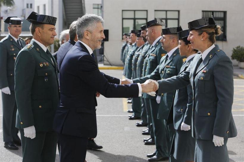 El ministro del Interior, en un acto de la celebración de la patrona de la Guardia Civil, ha prometido medidas para conseguir la igualdad de la mujer en la institución