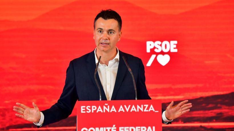 """El socialista ha afirmado que Pablo Casado mantiene una actitud """"irresponsable"""" contra España frente a un Gobierno """"que se está dejando la piel"""""""