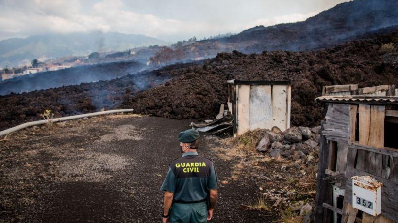 """Lava, ceniza y humo alertan a """"la isla bonita"""", que no vive una erupción de estas características desde hace 50 años"""