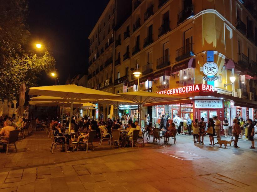 """<strong>También la prensa europea señala a Ayuso como la responsble de que Madrid se haya convertido en el destino de """"ocio"""" de la juventud europea dado que bares, restaurantes y discotecas han permanecido abiertas todo esta última oleada, la más letal. </strong>"""