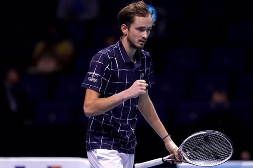 El tenista ruso consigue su primer 'Grand Slam' y Djokovic pierde la oportunidad de ponerse por delante de Federer y Nadal