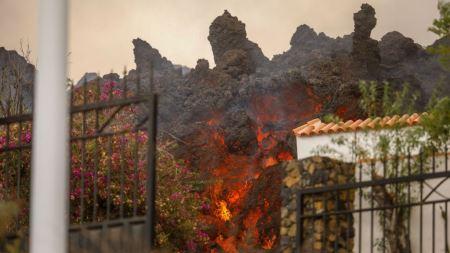 Una nueva boca eruptiva en La Palma obliga a la evacuación de la zona de El Paso