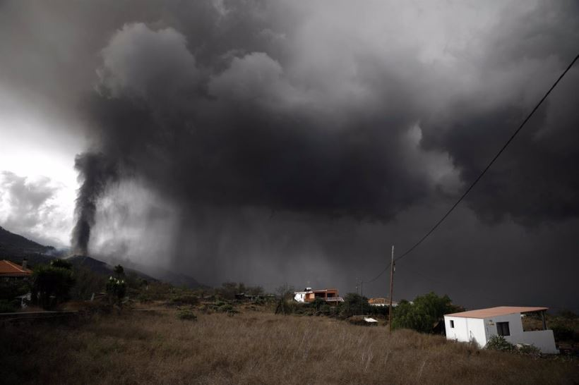 """María José Blanco, directora del Instituto Geográfico Nacional, ha advertido que, aunque la velocidad y sismicidad sea más baja, no se descartan nuevas """"bocas"""" que puedan aumentar los daños"""